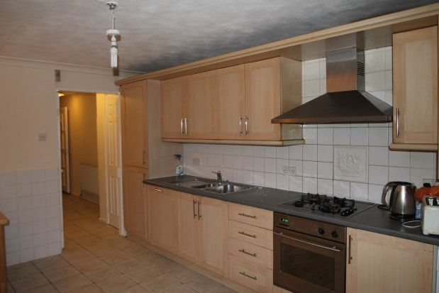 Thumbnail Town house to rent in Whinchat Road, London