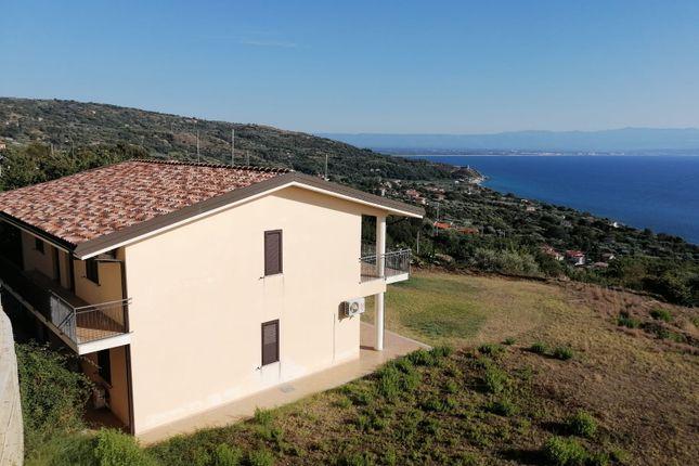 Thumbnail Apartment for sale in Via Rocola, Joppolo, Vibo Valentia, Calabria, Italy