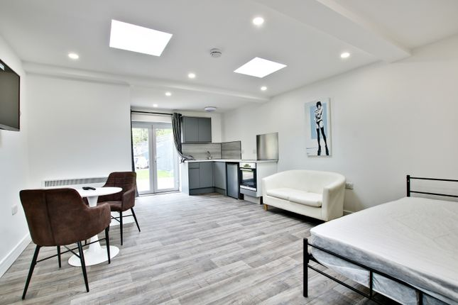 Studio to rent in Southborough Lane, Bromley BR2