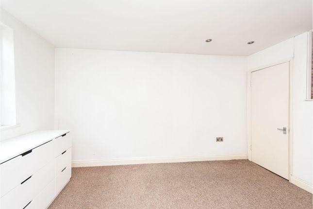 Bedroom of Medfield Street, London SW15