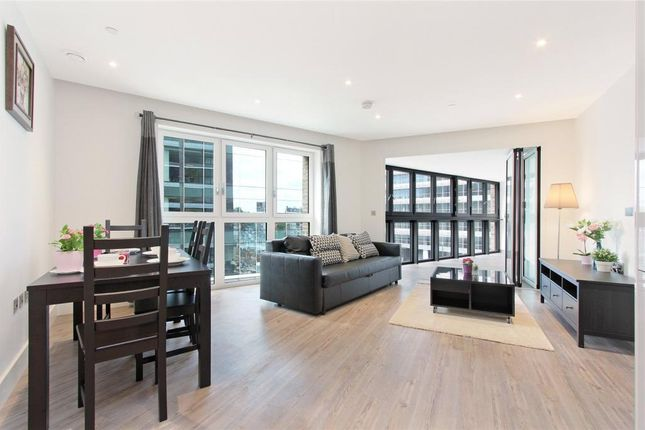 Thumbnail Flat to rent in Aldgate Place, Wiverton Tower, Aldgate, London