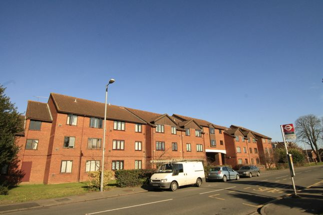 Thumbnail Flat to rent in The Lawns, Old Bath Road, Colnbrook, Slough