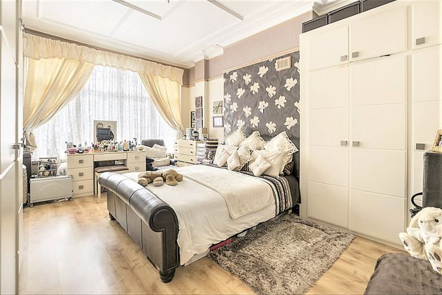 Thumbnail Flat for sale in Chatsworth Road Cricklewood, London
