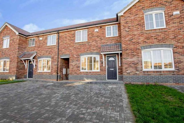Thumbnail Town house for sale in Bilberry Close, Scunthorpe