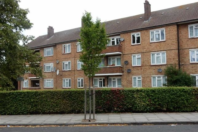 Thumbnail Flat to rent in Cranleigh Gardens, Southall, Middlesex