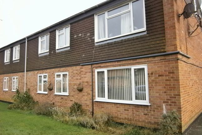 Thumbnail Flat to rent in Chelwood Close, Chippenham