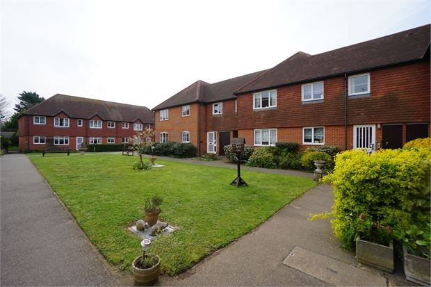 Thumbnail Maisonette to rent in Hall Barn, High Street, West Mersea, Essex.