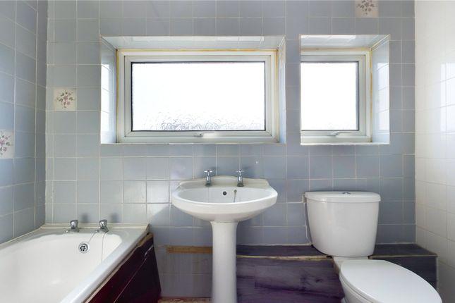 Bathroom of Aberford Close, Reading, Berkshire RG30