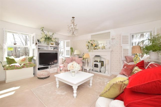 Thumbnail Maisonette for sale in Wheelwrights Close, Arundel, West Sussex