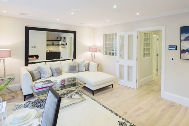 Flat to rent in Peony Court Park Walk, London