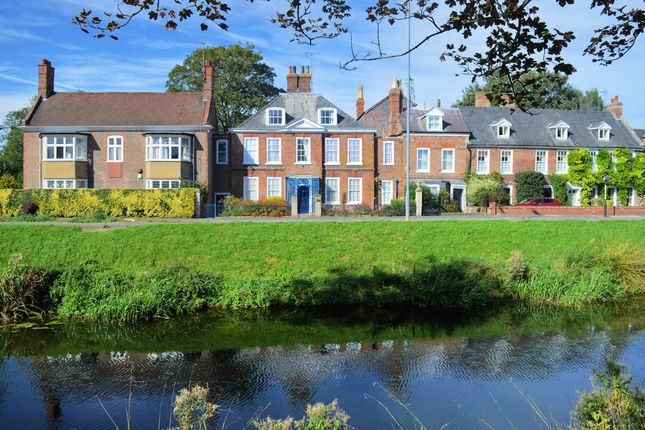Thumbnail Town house for sale in London Road, Spalding