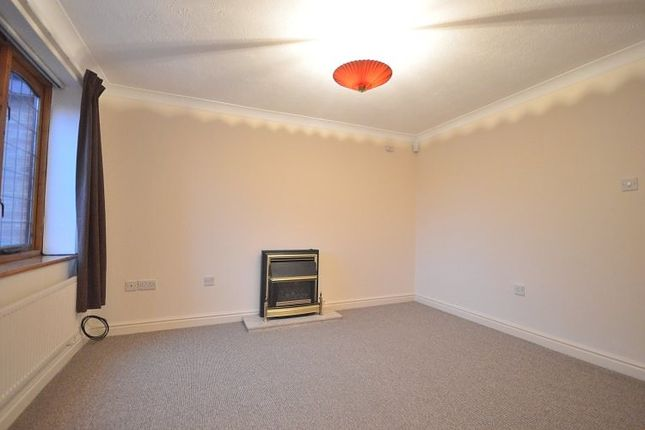 Living Room of St. James Drive, Sale M33