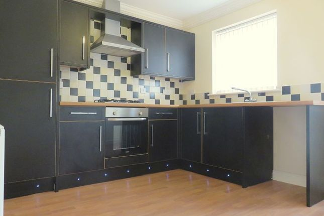 Thumbnail Semi-detached house to rent in Rainbow Close, Thorne, Doncaster