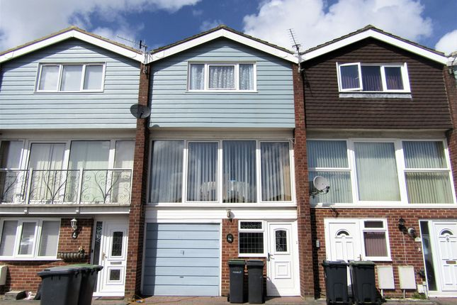 Thumbnail Town house to rent in Gale Moor Avenue, Gosport