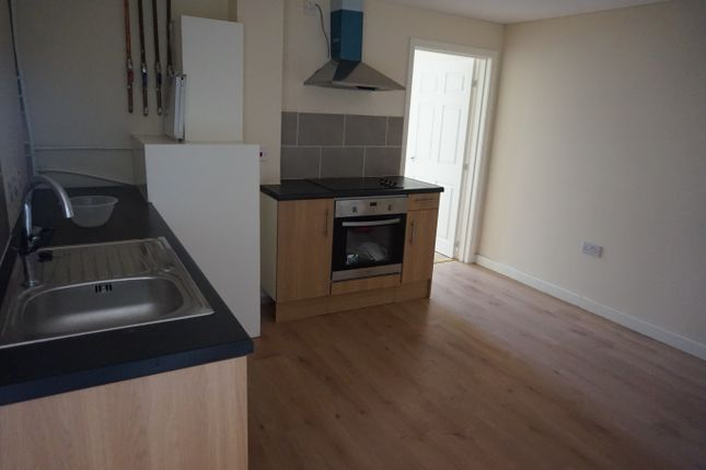 2 bed flat to rent in Stuart Street, Luton