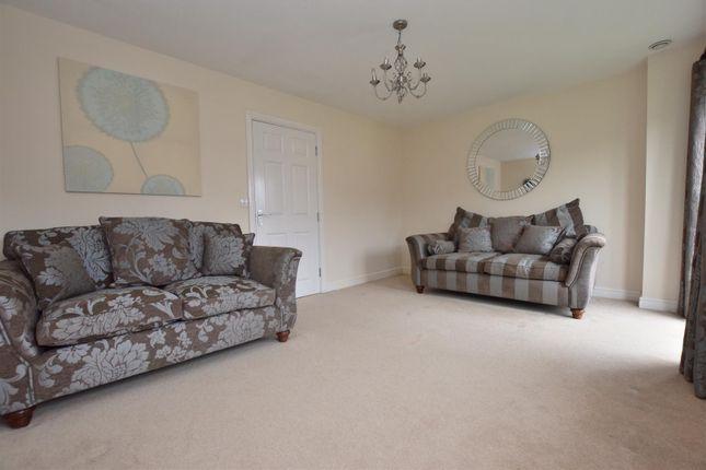 Lounge of College Green Walk, Mickleover, Derby DE3
