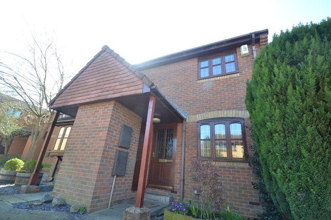Thumbnail Town house for sale in Longfield Drive, Halton, Leeds