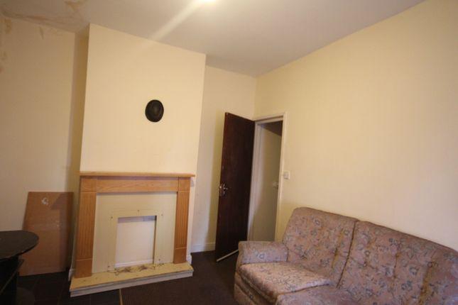 Thumbnail Flat to rent in Harlech Street, Beaston, Leeds