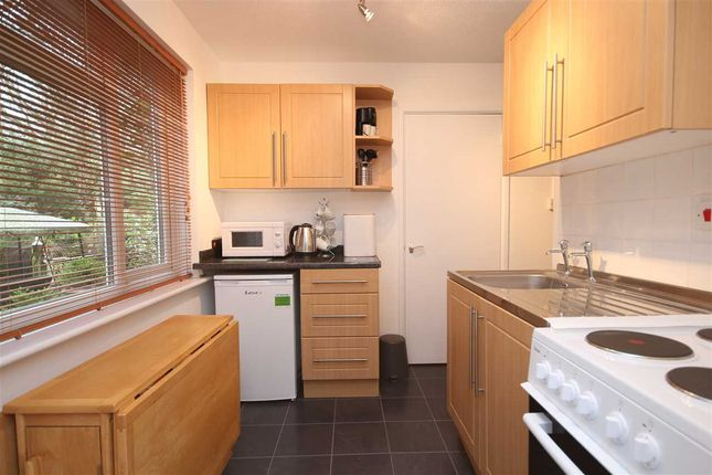 Studio to rent in Netley Lodge Close, Netley Abbey, Southampton