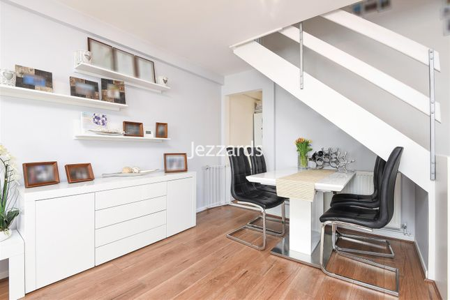 2 bed property for sale in Wordsworth Road, Hampton