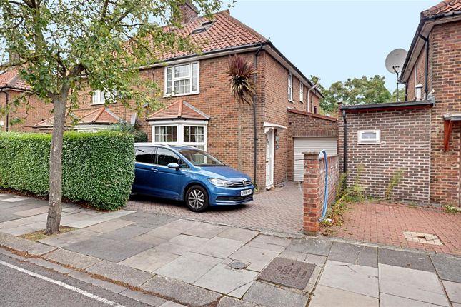 Thumbnail Property to rent in Saxon Drive, London