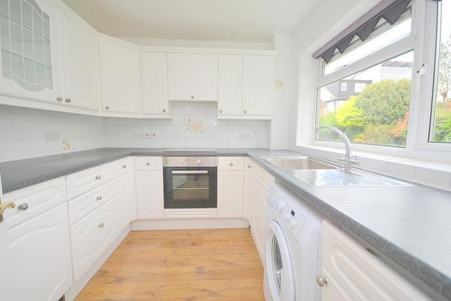 2 bed flat to rent in Royle Close, Romford RM2