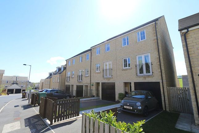 Thumbnail Town house for sale in Woodsley Fold, Thornton, Bradford, West Yorkshire