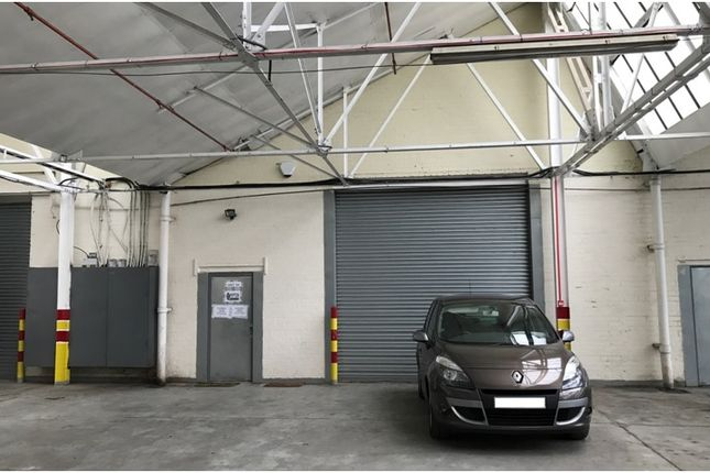 Warehouse to let in Fountain Lane, Oldbury