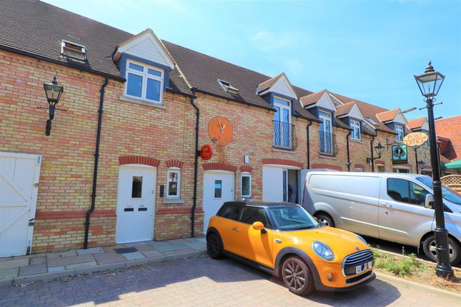 Thumbnail Room to rent in High Street, Bedfordshire