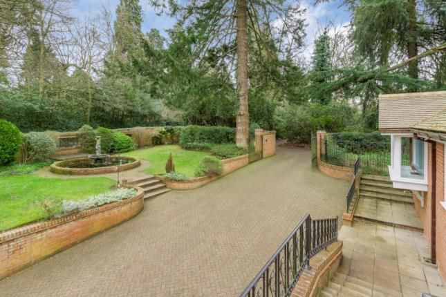 Front Garden of Plantation Road, Leighton Buzzard, Bedfordshire LU7