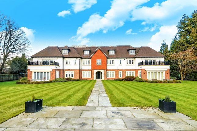 Thumbnail Flat for sale in Brackenwood, Walton-On-The-Hill, Surrey