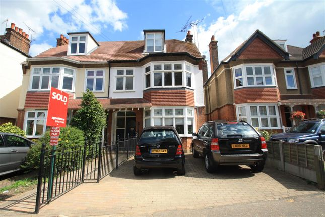 Thumbnail Maisonette to rent in Elm Road, Leigh-On-Sea