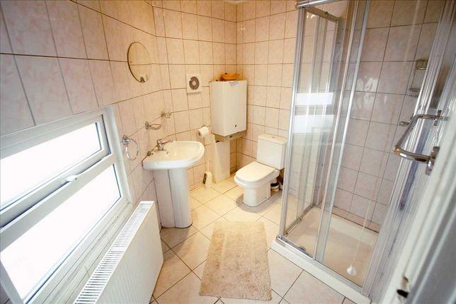 Bathroom 1 of Dale Avenue, Edgware HA8