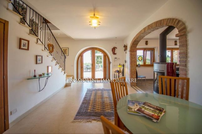 Villa With Guest House For Sale In Sinalunga, Valdichiana, Tuscany