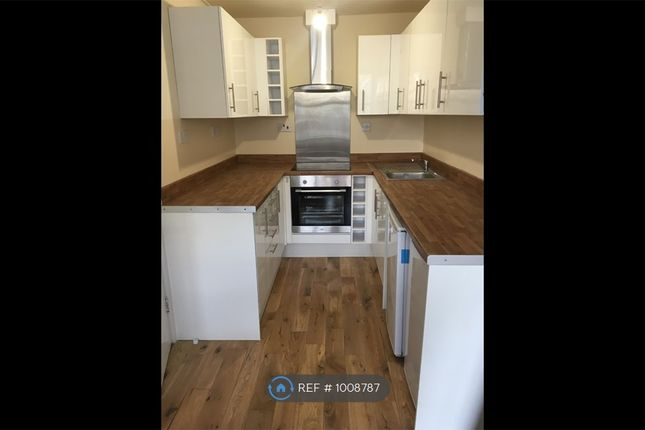 2 bed flat to rent in Catford Hill, London SE6