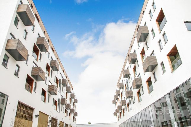 Thumbnail Flat for sale in Tnq3, Capitol Way, London