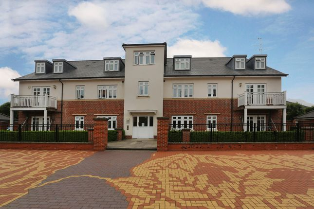 2 bed flat for sale in Gabriels Square, Lower Earley, Reading