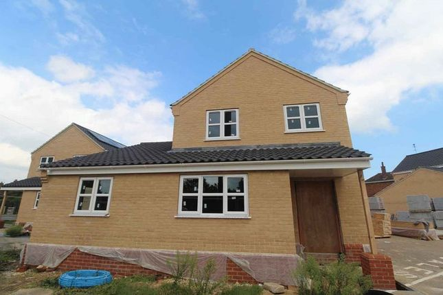 Thumbnail Detached house for sale in Beccles Road, Bradwell, Great Yarmouth