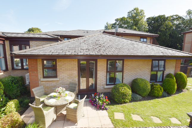 Thumbnail Flat for sale in 4 Evenlode, Thamesfield Court, Henley-On-Thames, Oxfordshire