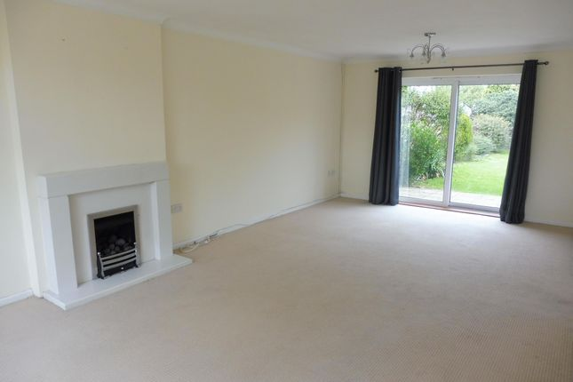 3 bed detached house to rent in Green Lane, Eastwood, Leigh-On-Sea
