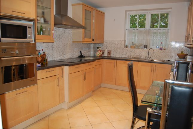 Thumbnail Flat to rent in Repton Park, Woodford Green