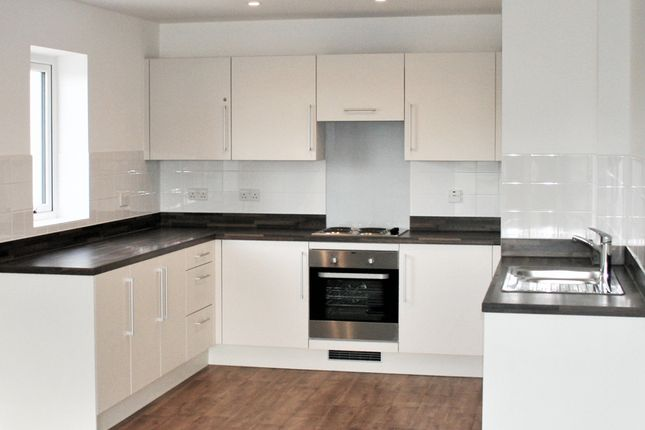 2 bedroom flat for sale in West Green Drive, Crawley