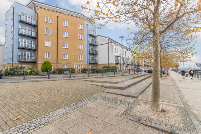 Thumbnail Flat for sale in Lockside, Portishead, North Somerset