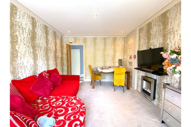 Thumbnail Maisonette to rent in Wood End Green Road, Hayes
