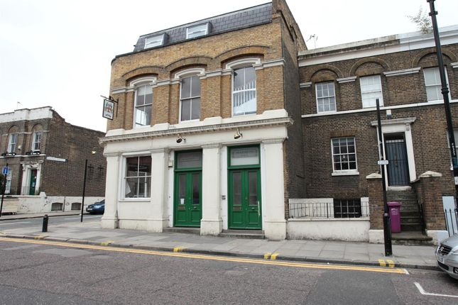 3 bed flat to rent in Fairfield Road, London