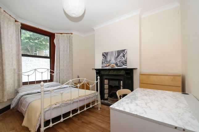 Thumbnail Shared accommodation to rent in Inverine Road, Charlton