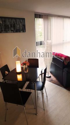 Thumbnail Property to rent in Room 3, Flat 107, Carr Mills Leeds