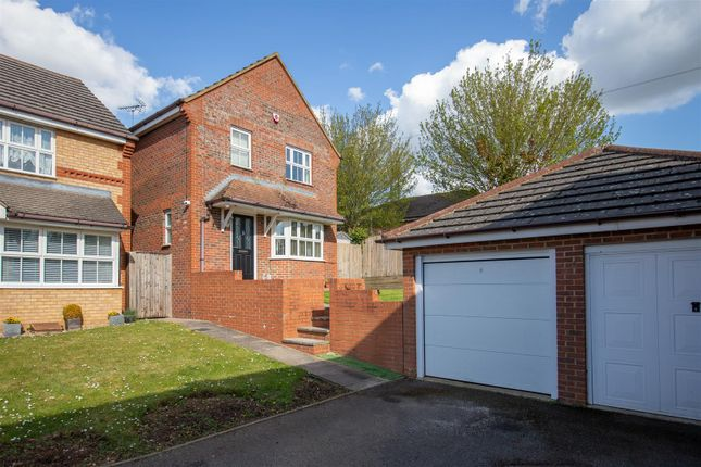 3 bed detached house for sale in Willoughby Close, Dunstable LU6