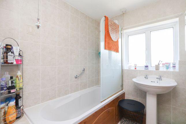 Bathroom of Thornbridge Avenue, Sheffield S12