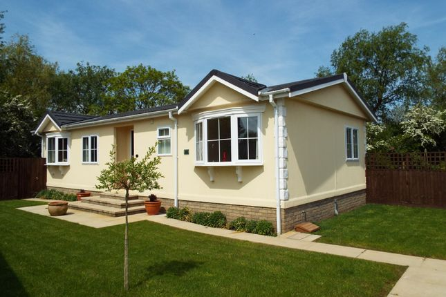 2 bed mobile/park home for sale in Cambridge Road, Stretham, Ely CB6